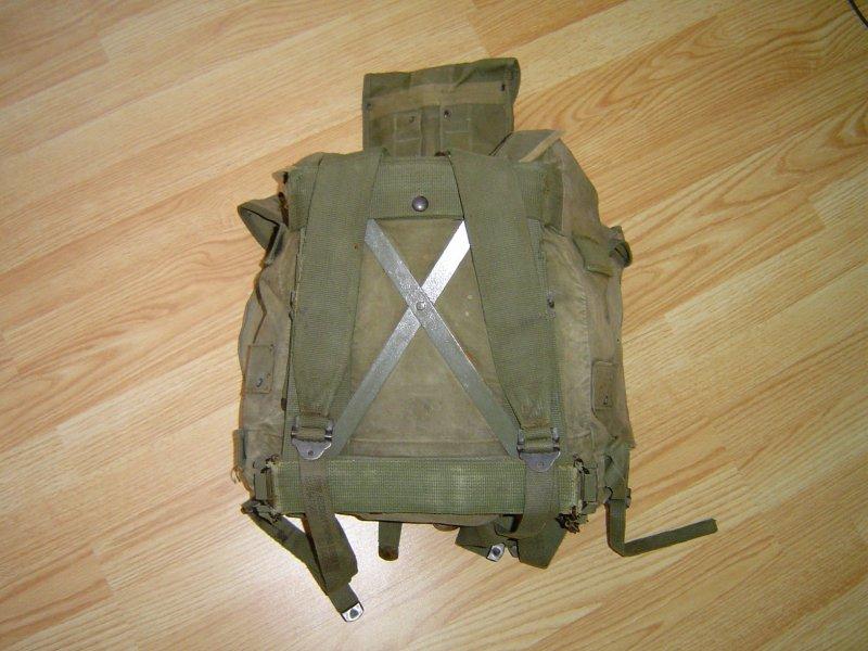 Batoh ARVN,zadní strana